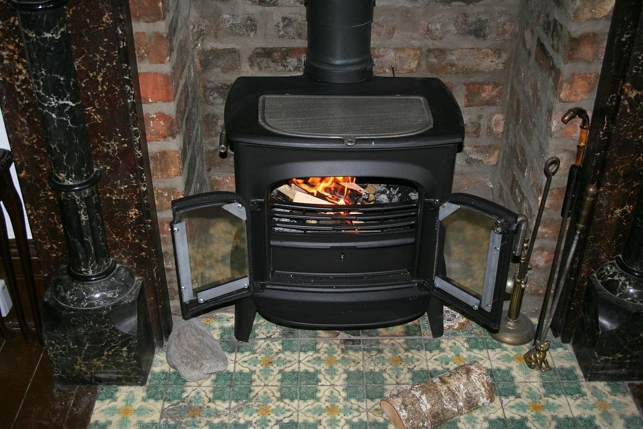 Poêle à bois : comment choisir celui adapté pour votre projet de chauffage ?