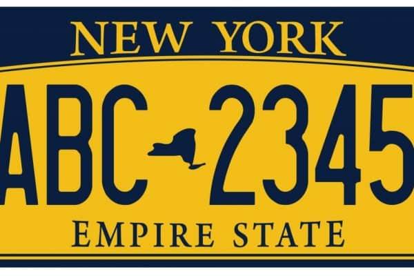Est-il libre de changer l'adresse de la plaque d'immatriculation de ma voiture?